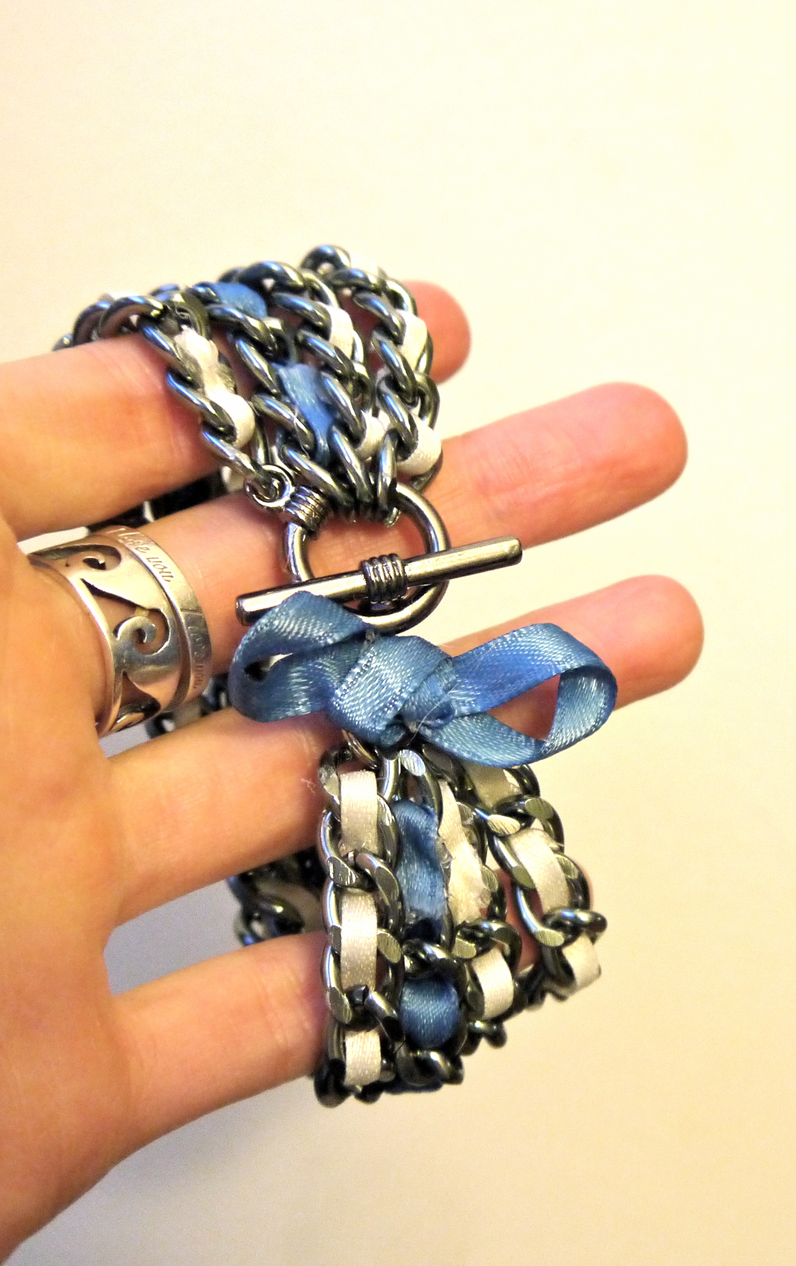 diy ribbon chain bracelet pumps iron. Black Bedroom Furniture Sets. Home Design Ideas